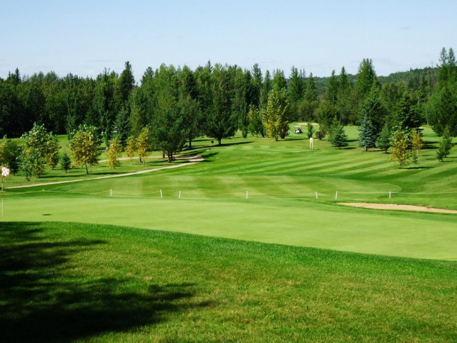 Smoky Lake Town and Country Golf Club